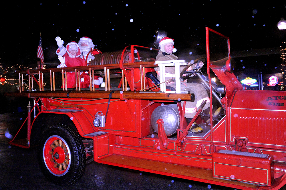 181_christmas_paradeat__roxsweb