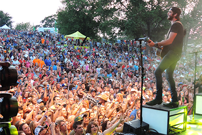 Homepage_slider Lakefest Crowd